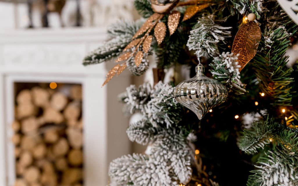 How To Get That Scandinavian Christmas Tree Look